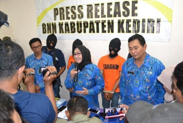 Dua pengedar narkoba antar kota berhasil diringkus BNN Kabupaten Kediri.